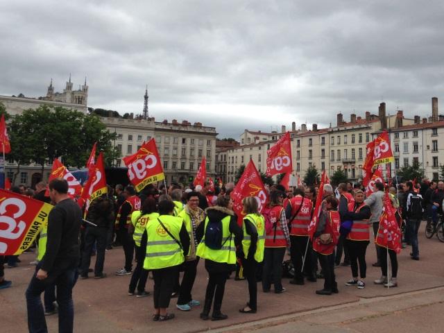 Les 600 manifestants se sont d'abord rassemblés sur la place Bellecour - LyonMag.com