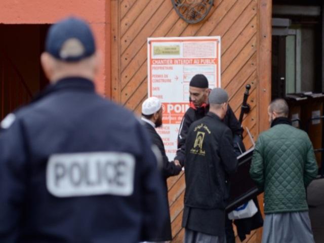 Explosion près d'une mosquée à Villefranche : un prêche dans le calme et sous haute surveillance