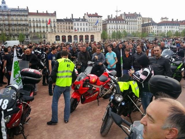 Les Motards défilent à Lyon pour protester contre un arrêté
