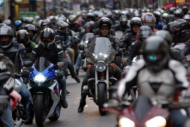Petit défilé des motards en colère vendredi