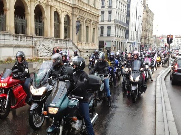 Les motards en colère manifestent ce vendredi dans les rues de Lyon