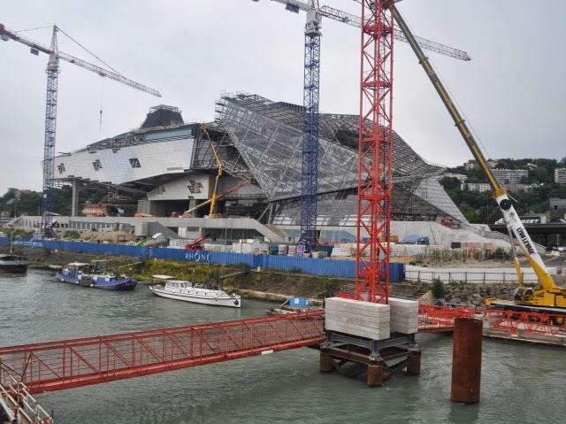 Lyon : la baisse du niveau du Rhône retarde le déplacement du pont Raymond Barre