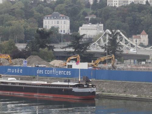 La gauche et la droite lyonnaise s'affrontent sur le coût du Musée des Confluences