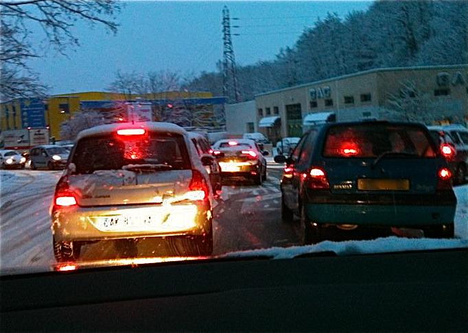 La pagaille sur les routes de Rhône-Alpes ce samedi ; des milliers d'automobilistes bloqués