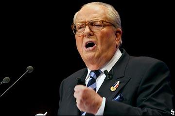 """Hollande en """"jean-foutre"""", Euro, législatives : Le Pen père se lâche à Lyon"""