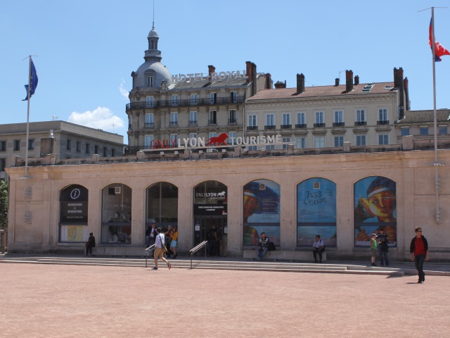 office de tourisme lyon contact
