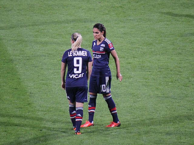 Foot : l'équipe de France féminine peu médiatisée selon Eugénie Le Sommer