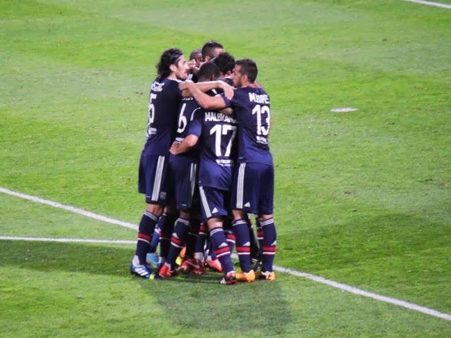 Ligue des Champions : Lyon se qualifie dans la douleur - VIDEO