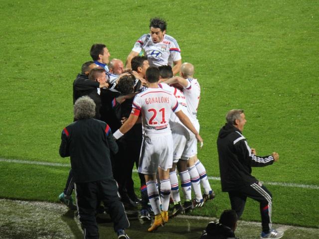 L'OL reste leader après sa victoire contre Lens (2-0)