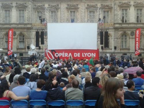 Lyon : plus de 8000 personnes assistent à l'opéra Carmen en plein air