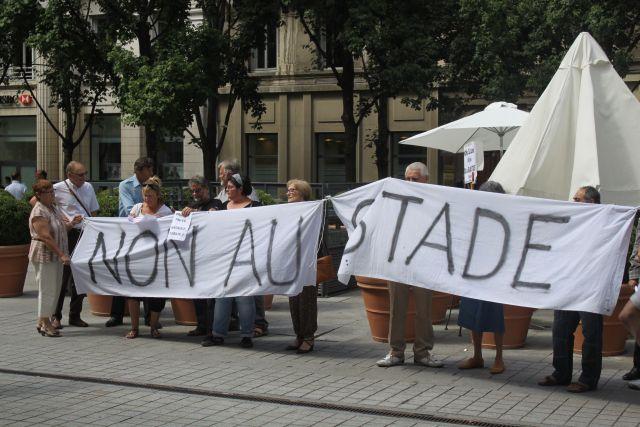 Une dizaine d'opposants au Grand Stade devant la CCI - LyonMag