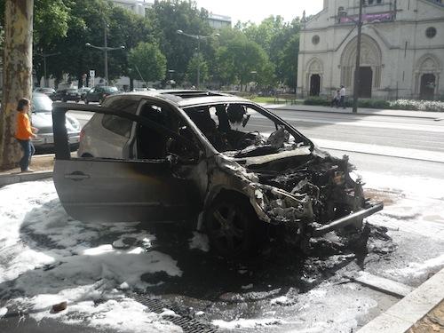 Voitures brûlées et interpellations : un Nouvel An plus calme dans le Rhône