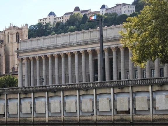 Lyon : procès en appel de la Caisse d'Epargne accusée de publicité mensongère