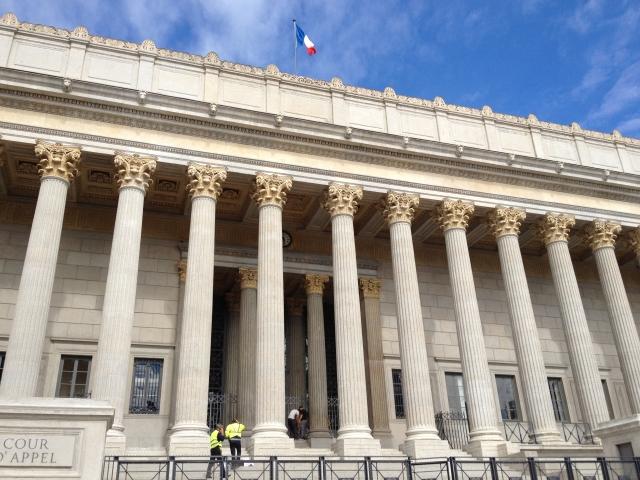 Le Palais de justice de Lyon en bleu pour la journée de l'autisme à Lyon
