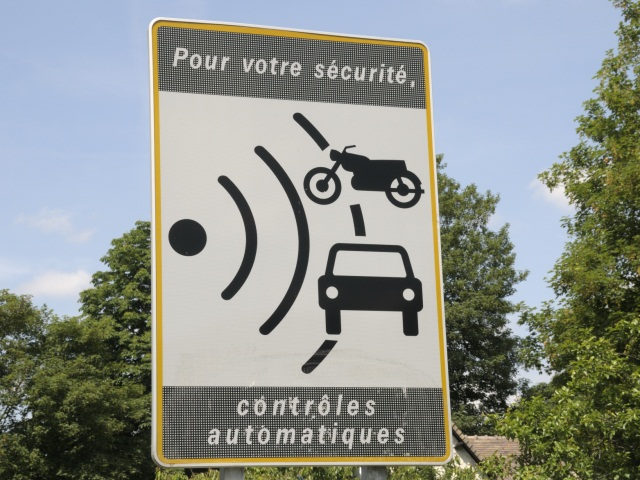 Bientôt le retour des panneaux signalant les radars sur les routes du Rhône ?