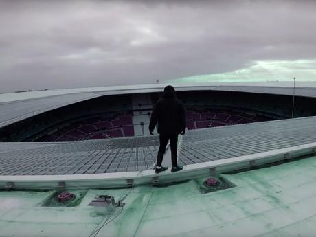 Timmy sur le toit du Groupama Stadium - DR