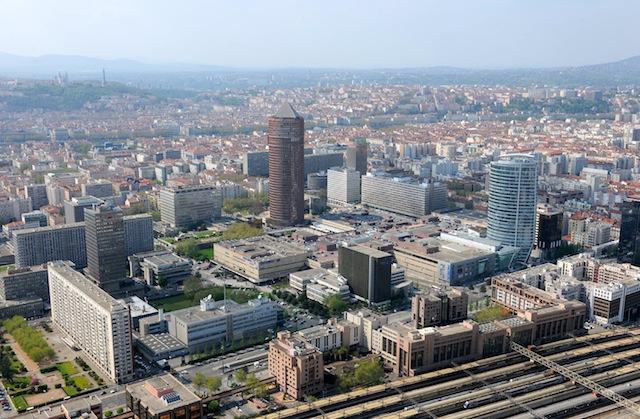 Lyon : un homme se jette du toit de la Part-Dieu