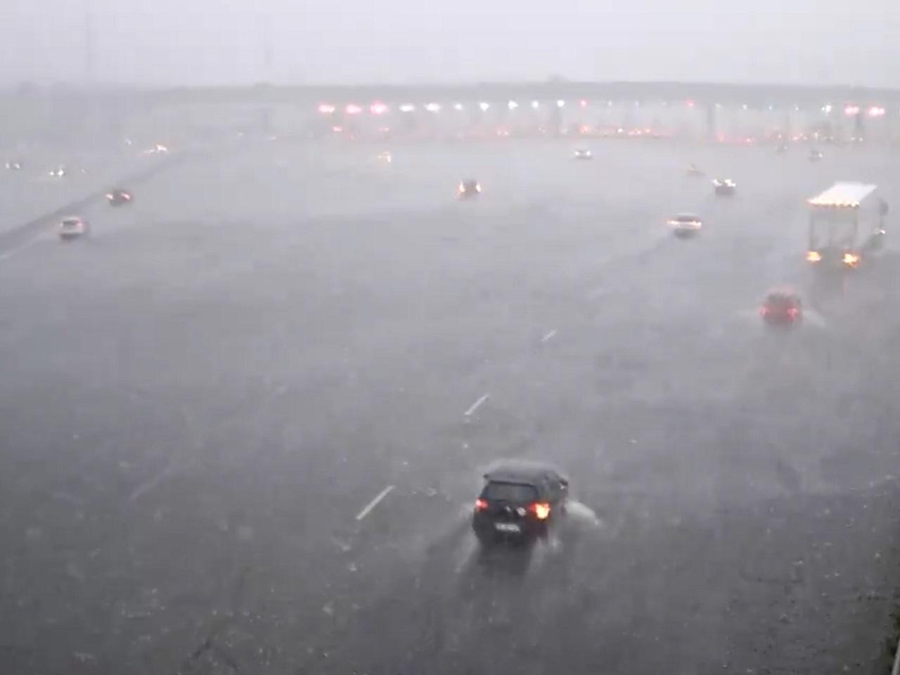 Orage de grêle : les voitures face à la tempête dans une