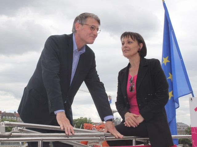 Élections européennes : une péniche et trois sièges pour Vincent Peillon