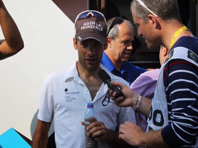 Giro : lourde chute et abandon du cycliste lyonnais Jean-Christophe Péraud