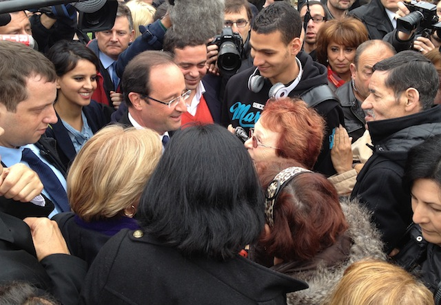 """En déplacement à Vaulx-en-Velin, Hollande vilipende la """"méthode"""" Sarkozy"""