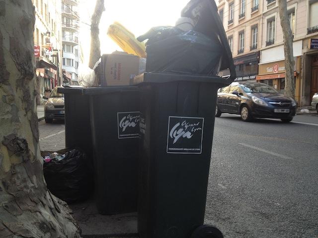 Grève des éboueurs à Lyon : le Modem sollicite un rendez-vous avec Collomb