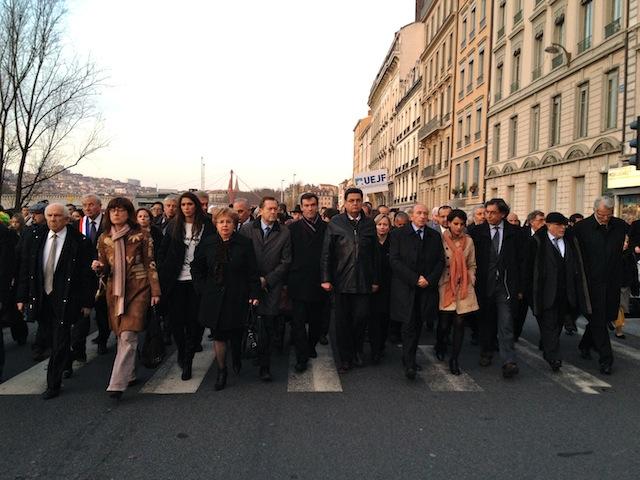 Un millier de personnes défilent à Lyon en hommage aux victimes de Toulouse