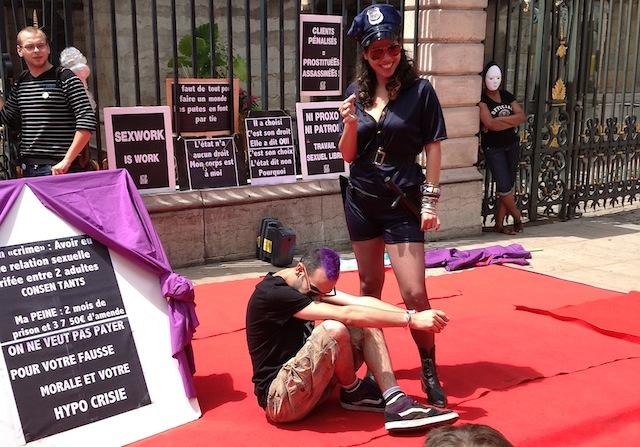 """Abolition de la prostitution : """"Que Najat Vallaud-Belkacem nous foute la paix !"""""""