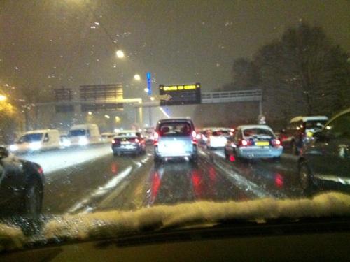 Fin de l'alerte neige après un samedi cauchemardesque sur les routes de Rhône-Alpes