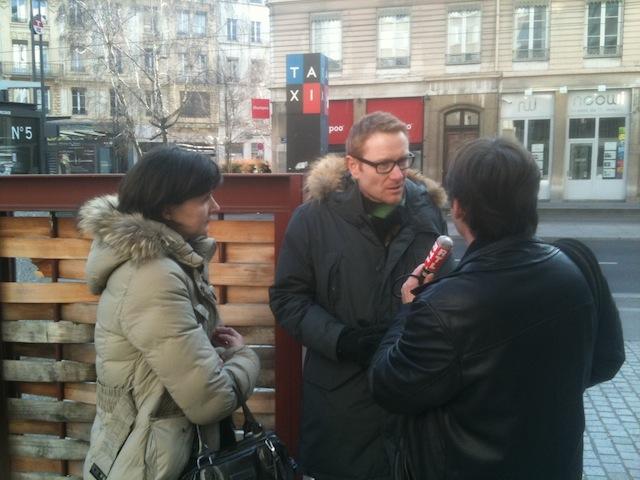Les parents de la petite Alexia devant le palais de justice de Lyon lundi matin - LyonMag