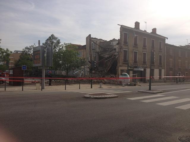 Un immeuble de deux étages s'est effondré jeudi près de Lyon (photo)