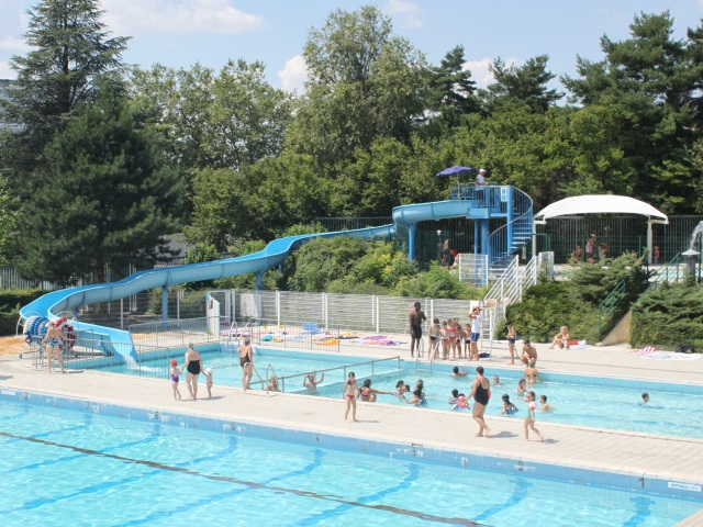 Lyon la piscine de la duch re cibl e par un incendie for Piscine lyon