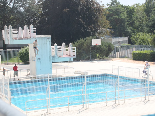 Lyon ferm e apr s un incendie criminel la piscine de la for Piscine plongeoir