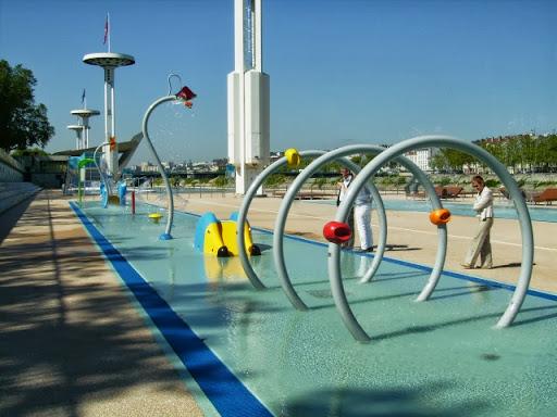 Les piscines du rh ne et de bron sont de nouveau ouvertes for Piscine lyon