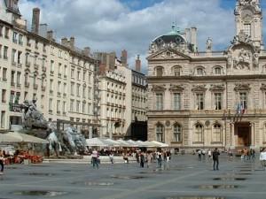 Place des Terreaux, camp de base des indignés lyonnais - Photo LyonMag.com