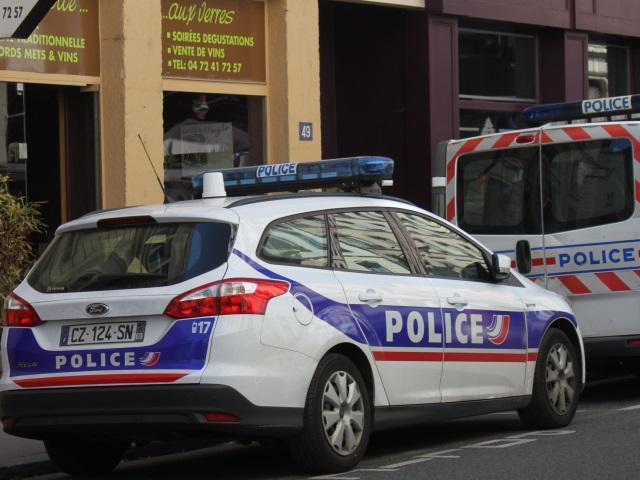 Lyon : deux mineurs cassent un distributeur de préservatifs avec une barre de fer