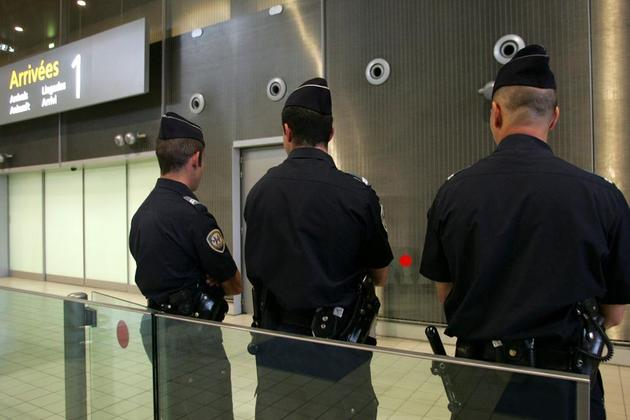 Aéroport de Lyon : les forces de l'ordre n'ont pas remplacé les agents de sécurité