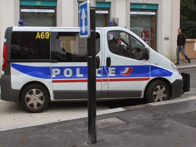 Saint-Priest : ils fuient à bord d'une voiture après avoir volé des montres