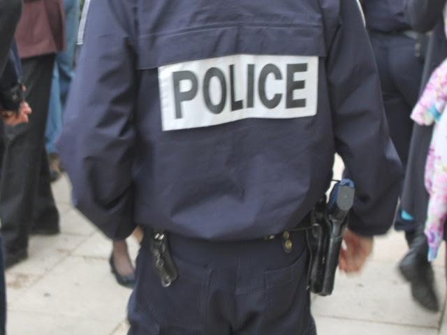 Une mineure de 17 ans blesse un policier à Lyon