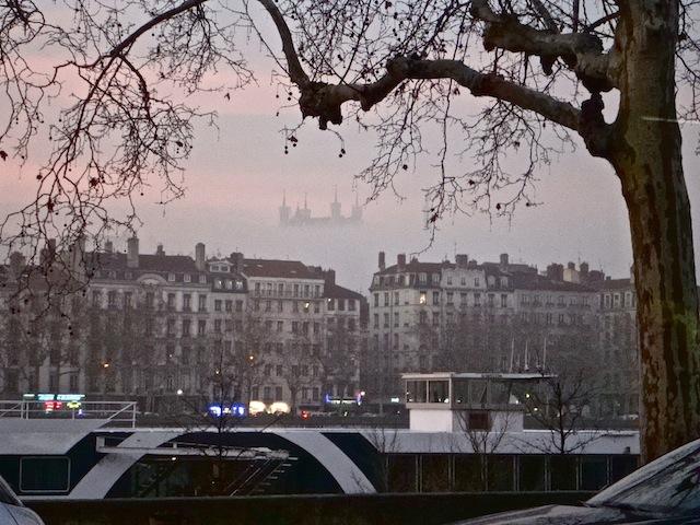 Le gouvernement se penche sur l'interdiction des voitures polluantes à Lyon