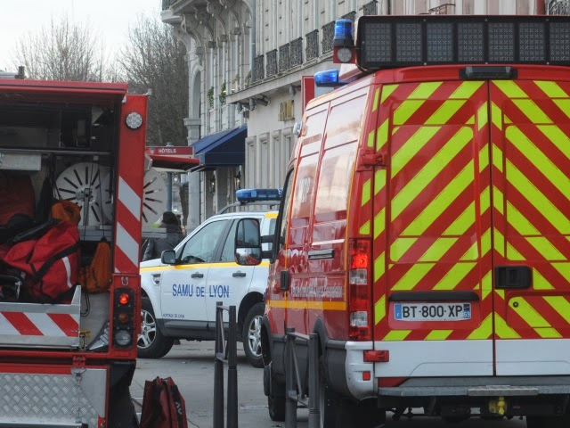 Deux agents d'entretien agressés à l'arme blanche près de Lyon