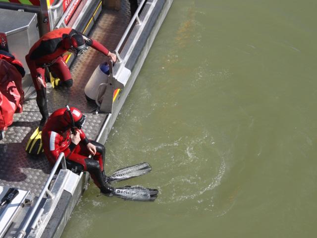 Un bateau en difficulté sur la Saône à Lyon