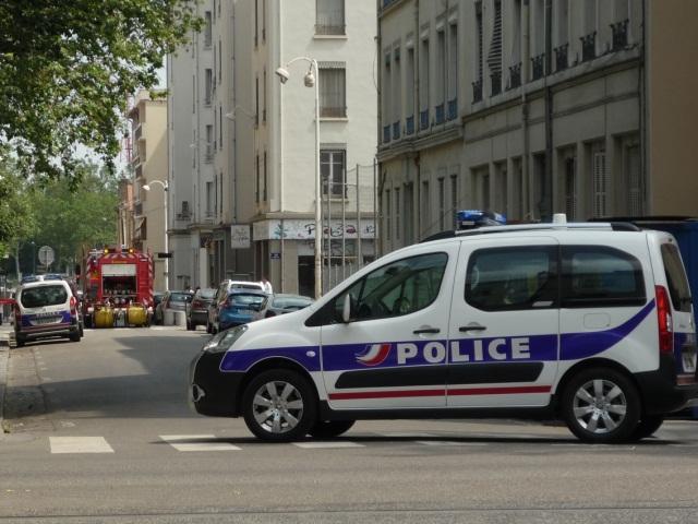 Un homme interpellé après l'incendie d'un immeuble à Vénissieux