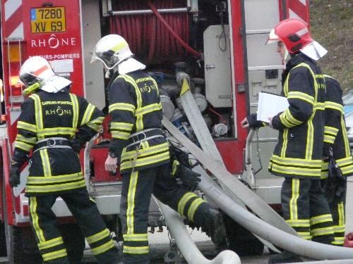 Lyon : un jeune pompier entre la vie et la mort