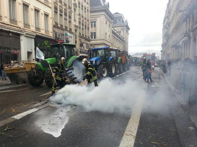 Fin de la manif des agriculteurs à Lyon : des débordements et des bouchons en centre-ville