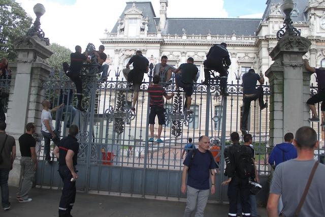 Le grabuge des pompiers à la préfecture du Rhône