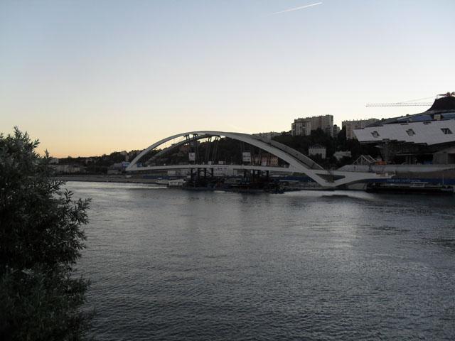 Lyon : la pose du pont Raymond Barre (enfin) programmée mardi