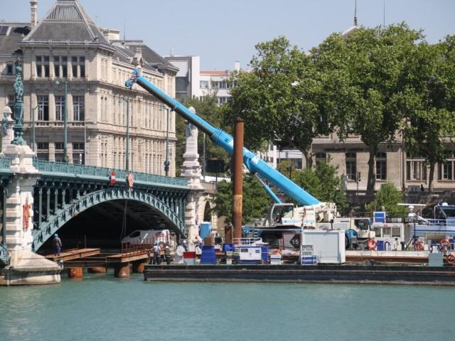 Heurté par un bateau, le Pont de l'Université en travaux