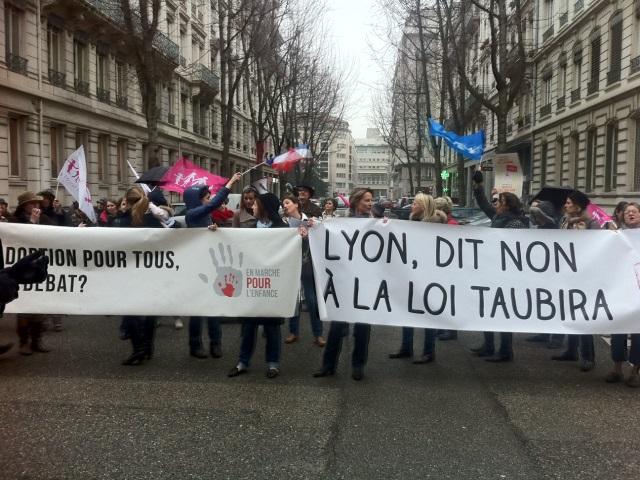 Primaire UMP à Lyon : les opposants au mariage pour tous plutôt en faveur de Fenech