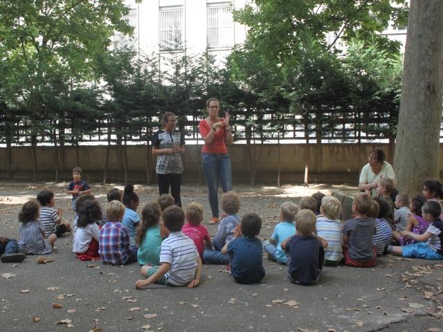 Les professeurs stagiaires en colère se rassemblent devant le rectorat de Lyon ce mercredi